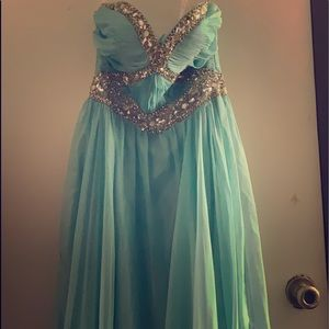 Getting rid of an old prom dress been worn 1x